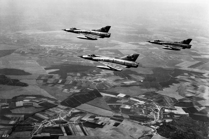 Izraeli repülőgépek a Sínai-félsziget felett, 1967. június 5-én.