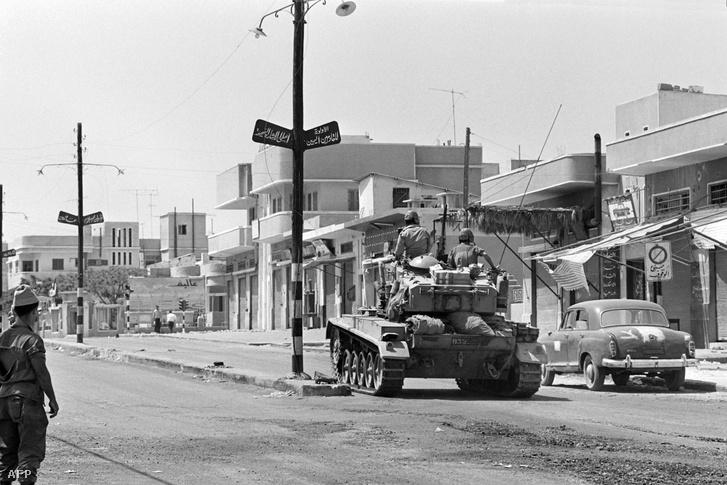 Izraeli harkocsi Jerzsuálemben a háború alatt.