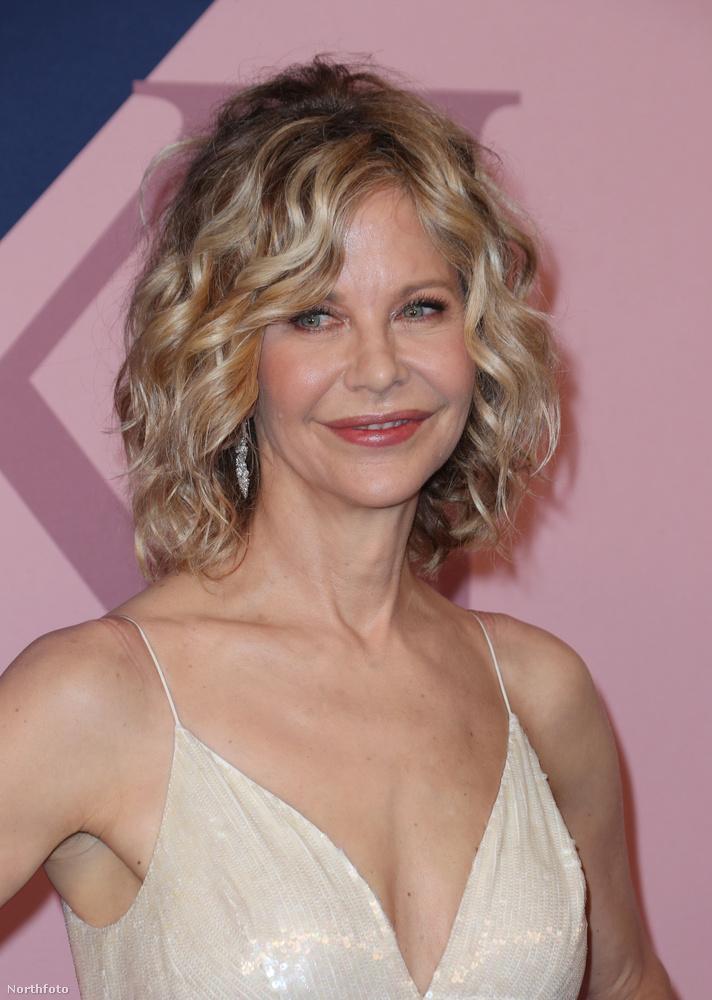 Aki ránéz, ámulhat, nagyon ritkán látni ilyen előnyös fényképeket az 55 éves színésznőről