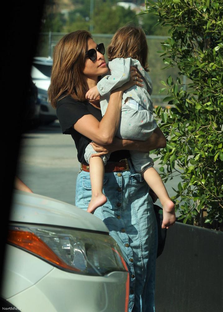 A kislányt eddig jóformán csak Ryan Gosling karjaiban láttuk, de azt már majdnem minden szögből