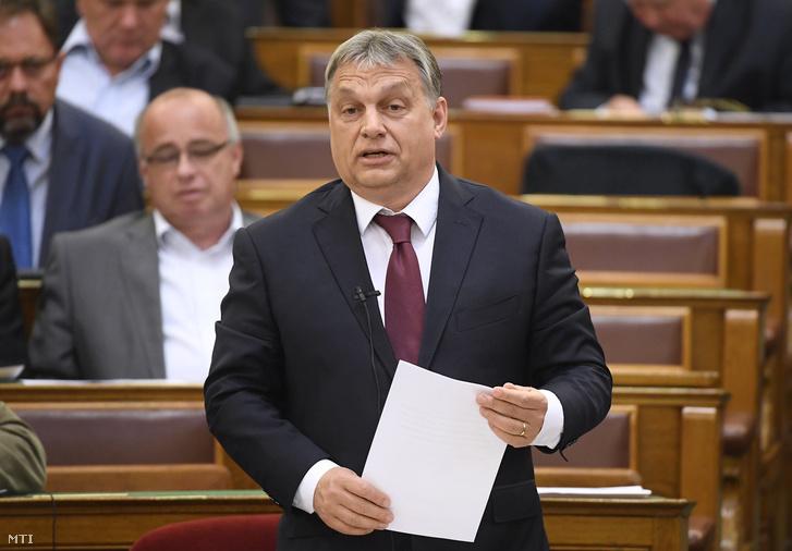 Orbán Viktor miniszterelnök azonnali kérdésre válaszol az Országgyűlés plenáris ülésén 2017. június 6-án.