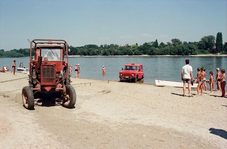 És végül 1990 - Surány, Duna-part, a túlsó oldalon pedig Alsógöd
