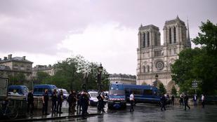 Lezárták a Notre Dame-ot, egy rendőrt támadtak meg!