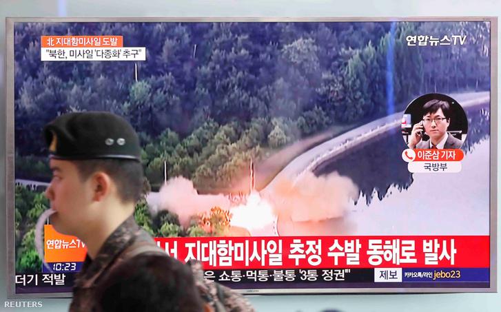 Dél-koreai katona és a csütörtök reggeli hírek Szöulban