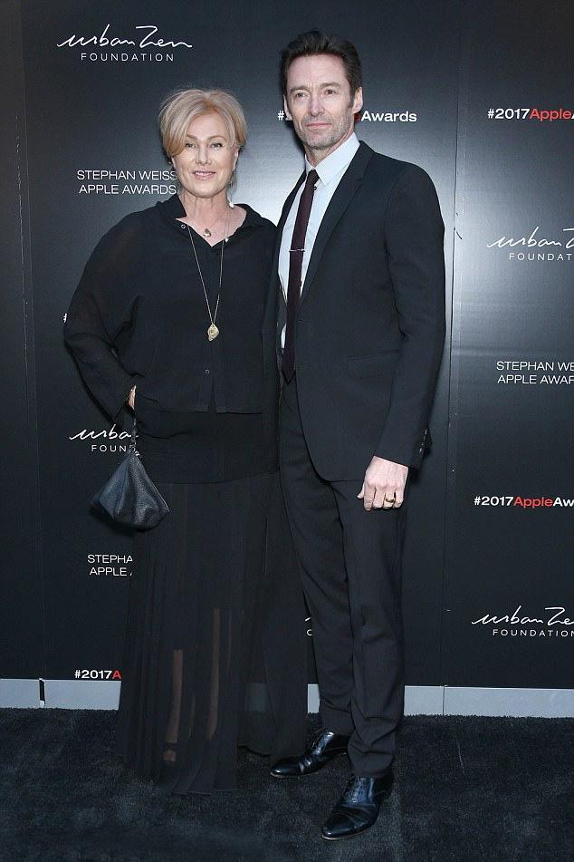 A színész büszkén feszített 61 éves felesége mellett a gálán.