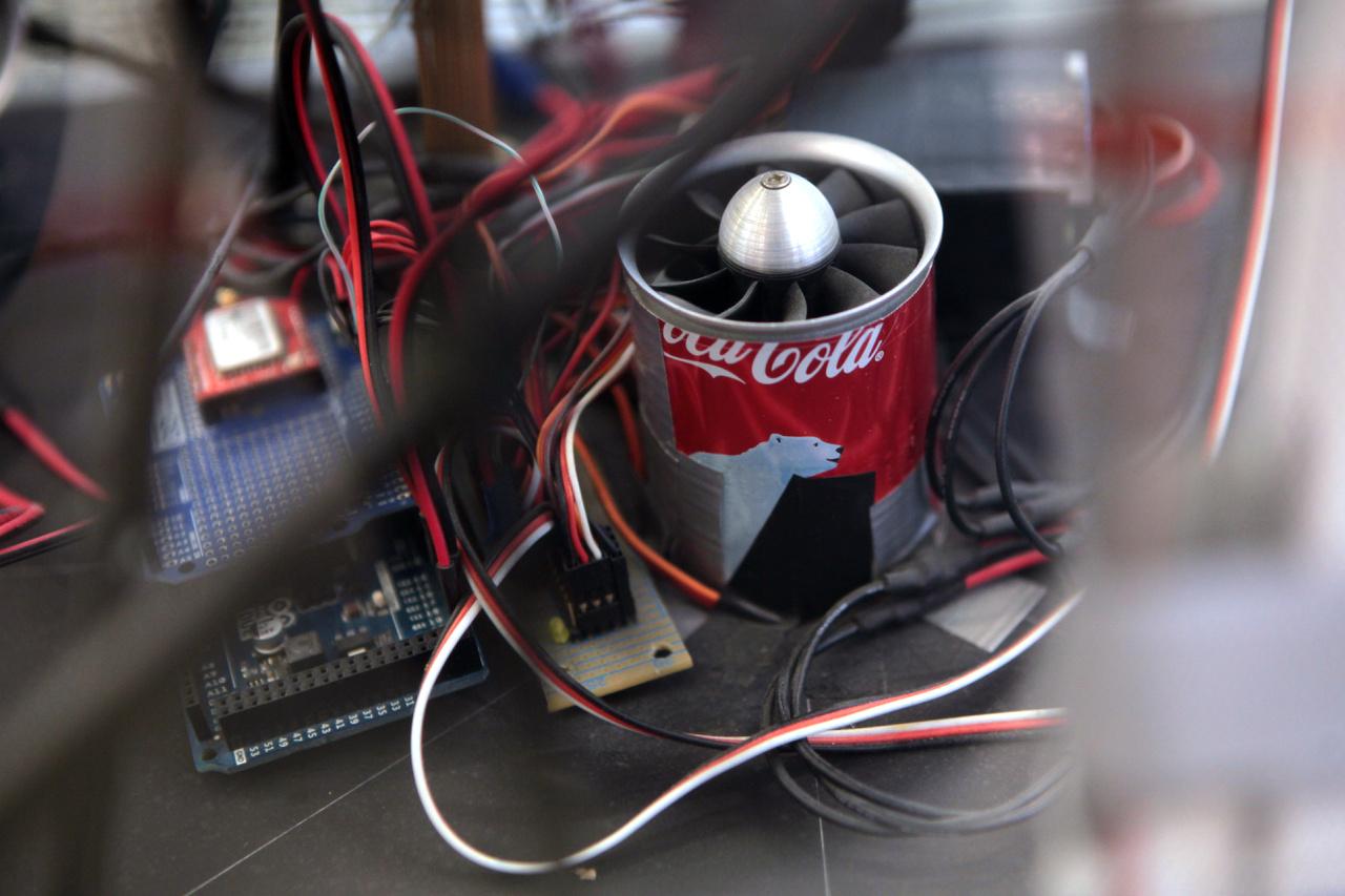 Légpárnás Marsjáró robot részlete. A Mars Mining Corporation csapat három évben is győzni tudott a Magyarok a Marson Alkalmazott Mérnöki Tudományok Versenyen, 2014-ben ezzel a szerkezettel.