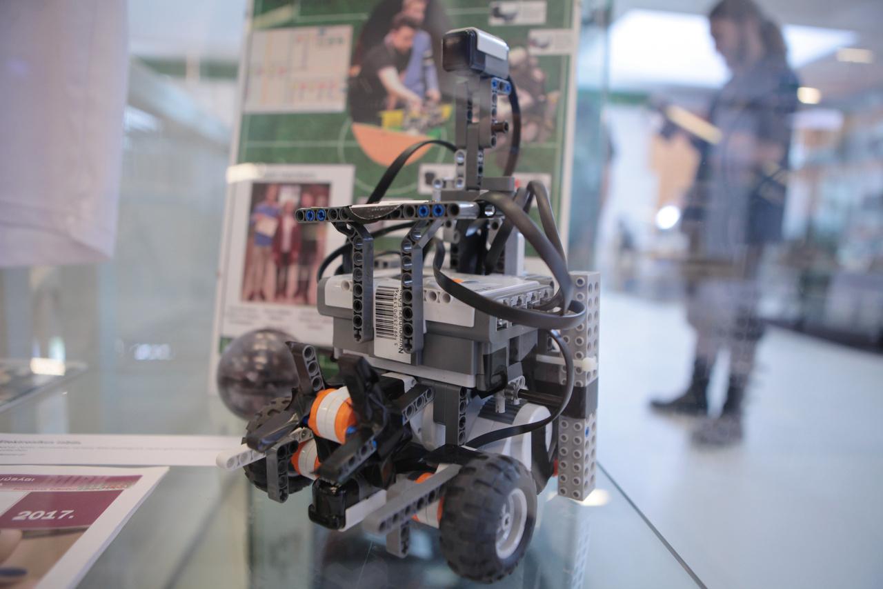 NXT Mindstorms focizó robot. A lipcsei RoboCup világversenyen 2016-ban indult ez a magyar építésű csatárrobot a Junior korcsoport Primary kategóriájában.