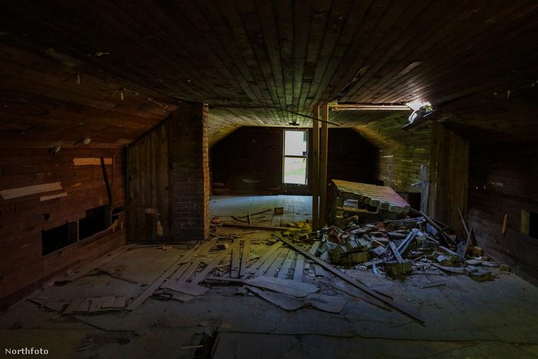 Ma már csak a romok jelzik, hogy itt néhány éve egy teljes filmstáb dolgozott