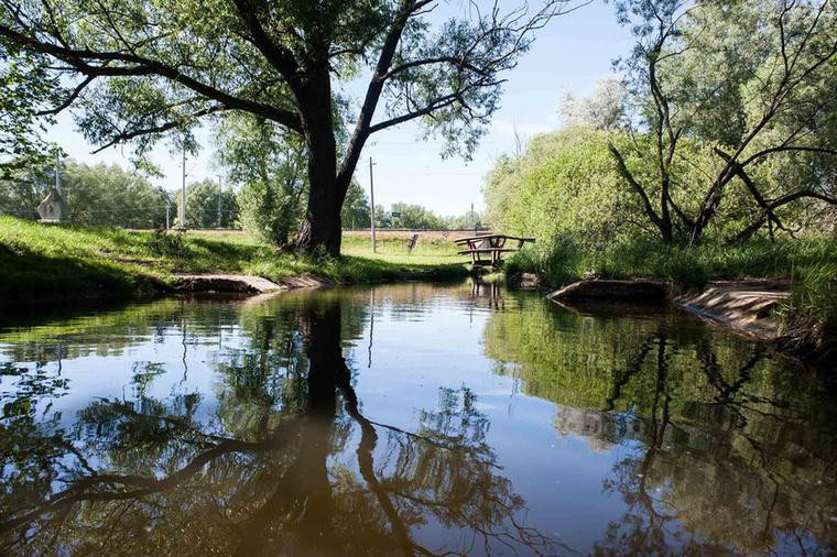 A tavat mesterségesen, völgyzáróként hozták létre.