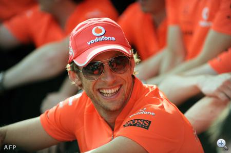 Button és napszemüvege