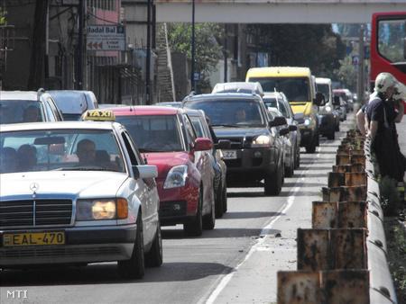 Baleset miatt kialakult kocsisor a gyorsforgalmin (Fotó: E. Várkonyi Péter)