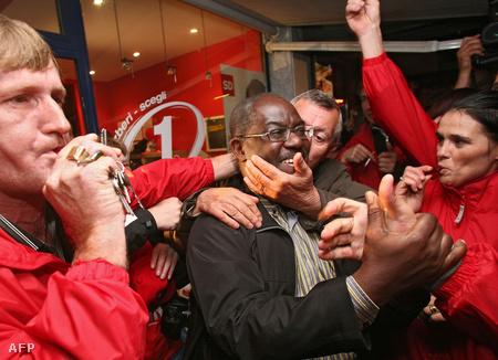 Bossman győzelmét ünnepli