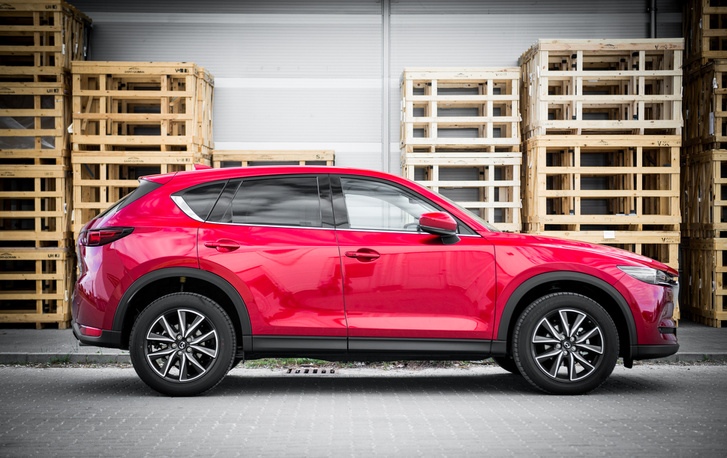 Kodo = metálbordó Mazda