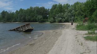 Hátborzongató és gyönyörű a rozsdás hajóroncsok homokos strandja