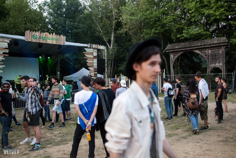 A viszonylag bizarr elnevezésű, OTP Junior Székelykapu Színpadon lépett fel a fesztivál két külföldi sztárfellépője, a BEAK és Todd Terje is