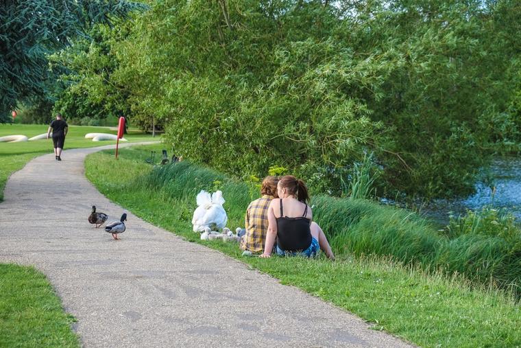 Pihenés a bracknelli parkban.