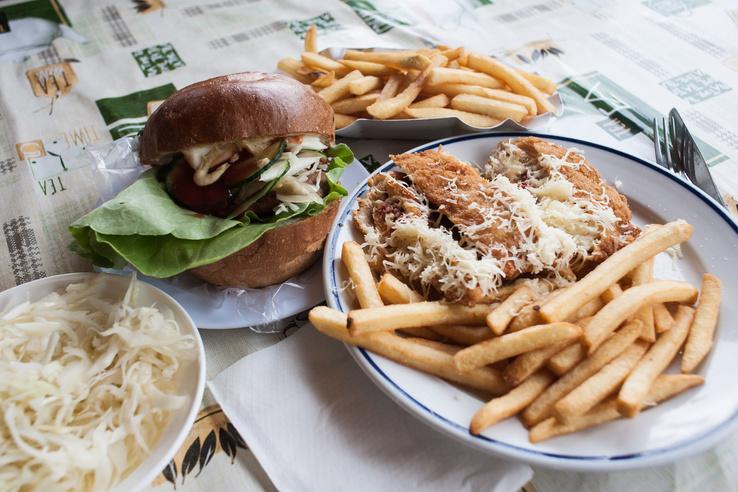 A hamburger - rántott dolgok tengelyen, ha már Nógrád megyéről van szó...
