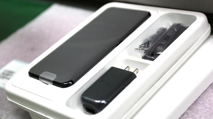HTC U11 becsomagolva a gyárban