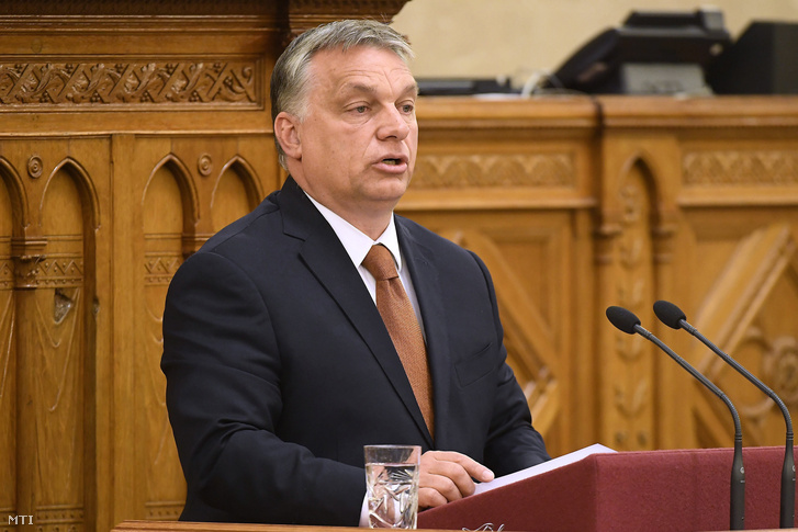 Orbán Viktor miniszterelnök napirend előtt felszólal az Országgyűlés plenáris ülésén 2017. június 12-én.