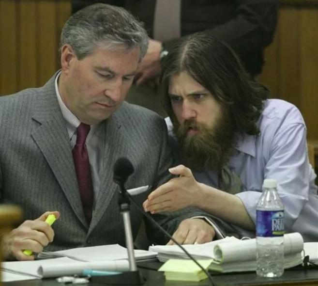 William Morva gyilkosság vádjával a bíróság előtt