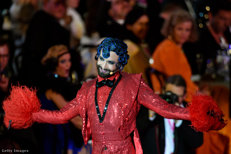 Ő Conchita Wurst előadóművész, aki azzal lett híres, hogy szakállasan, de női ruhában nyerte meg Ausztriának a 2014-es Eurovíziós Dalfesztivált