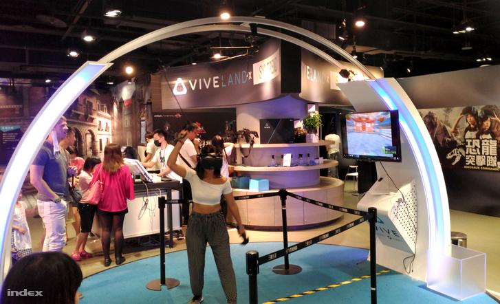 Fél emeletet elfoglal a plázában a Vive Land VR-bemutatóterem