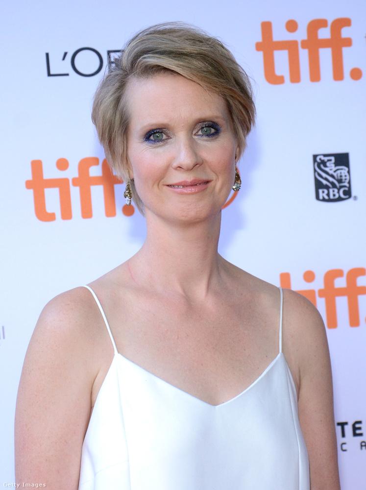 Pedig az 51 éves színésznő kinézetével alapból semmi gond nem lenne, sőt.