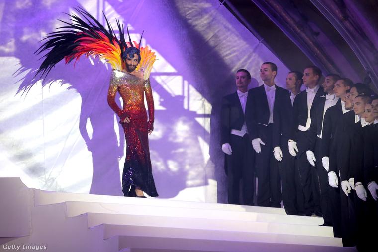Ő pedig Conchita Wurst, akit valószínűleg nem kell bemutatni, de azért mondjuk, hogy ő nyerte meg pár éve az Eurovíziót