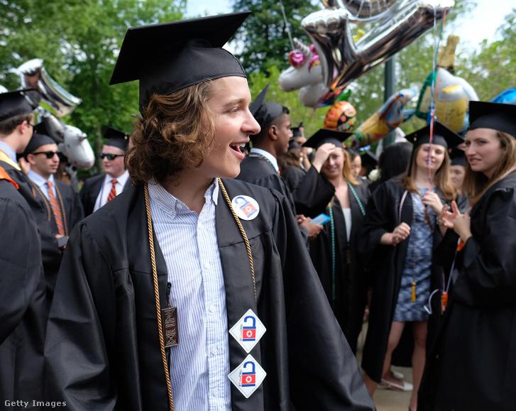 Warmbier a University of Virginia végzőseként