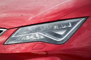 380 ezer forint a felára a Seat egyébként pazar LED fényszóróinak
