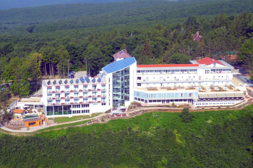 Látkép a négycsillagos hotelről