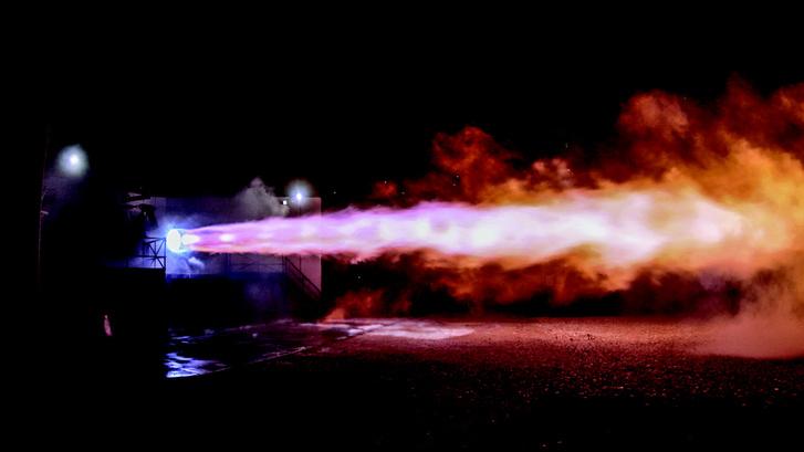 Raptor hajtómű tesztelése a SpaceX egyik telepén