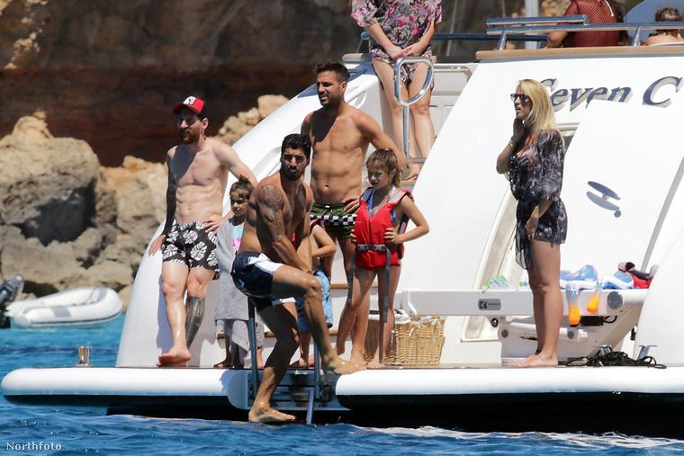 Messi, Suárez és Fabregas együtt hajózott a héten szűk családi társaságban, és a fotók szerint nagyon jól érezték magukat egymás és a rokonok társaságában