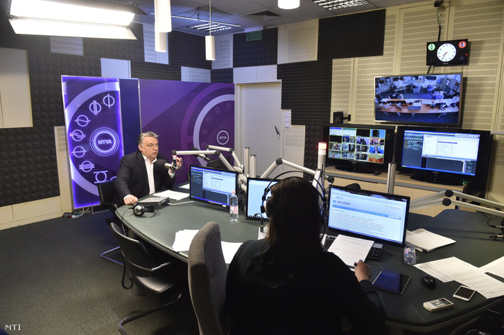 Orbán Viktor miniszterelnök a Kossuth Rádió stúdiójában ahol interjút adott a 180 perc című műsorban 2017. június 16-án.