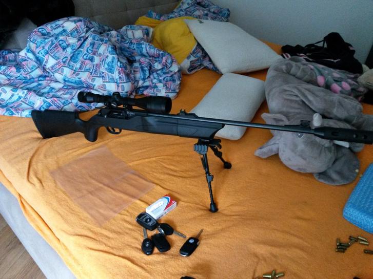 A razzia során lefoglalt egyik fegyver