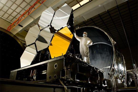 Épül a James Webb űrteleszkóp