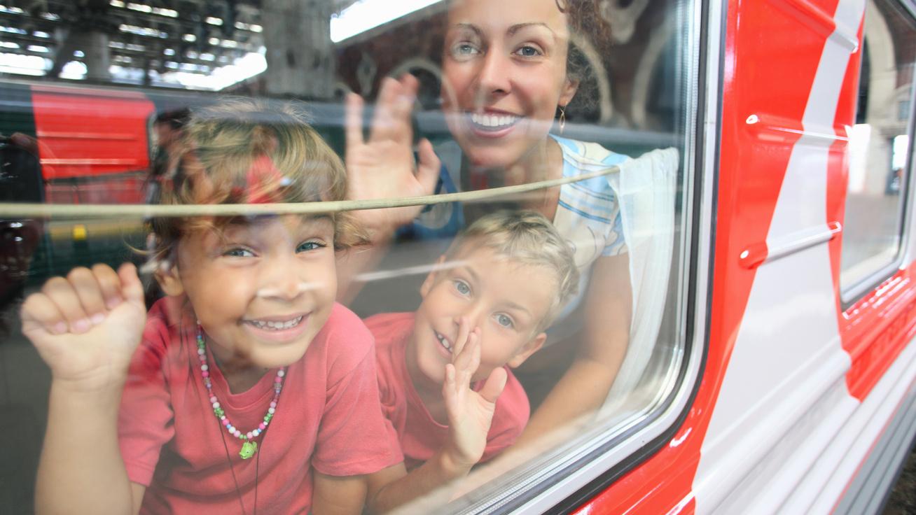 anya-gyerekek-vonat
