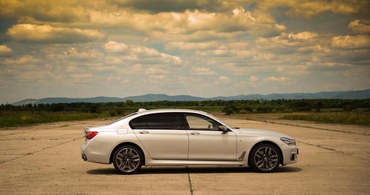 BMWM760LixDriveLimousine alapár: 54 036 000,00