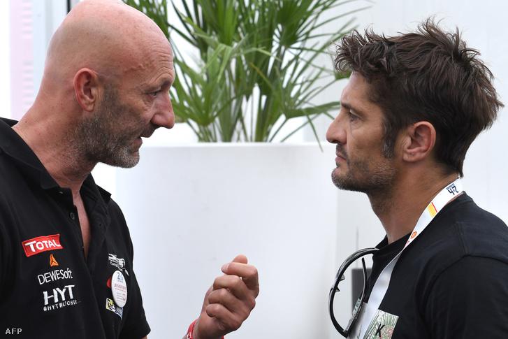 Fabien Barthez és Bixente Lizarazu beszélgetnek a június 15-i sajtótájékoztató után Le Mans-ban