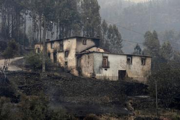 A környék házai kiégtek.