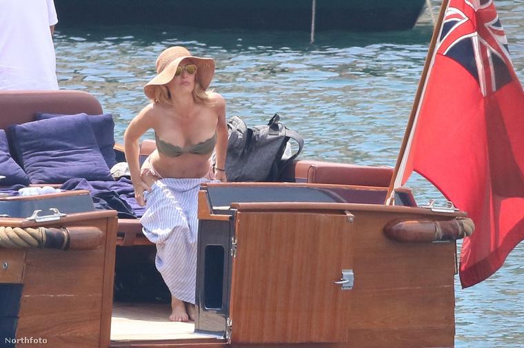 Ezeken a fotókon aztán nem látszik, hogy Gillian Anderson 34 éve küzd depresszióval.