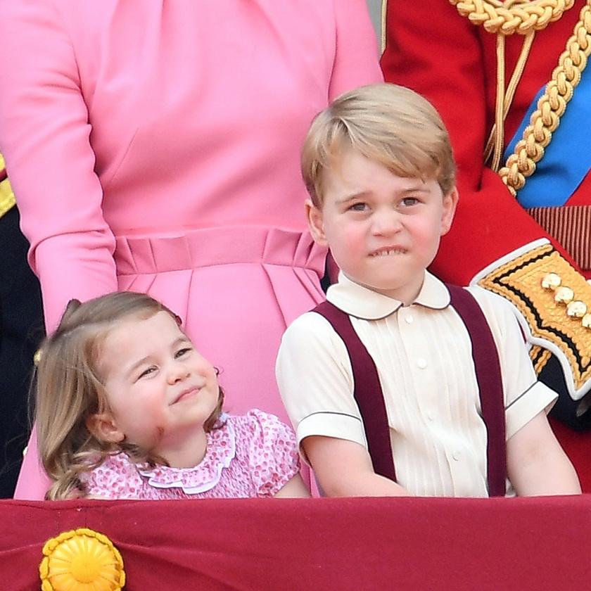A repülős bemutatót ugyan nagyon élvezte a kis herceg, azonban utána visszament volna játszani a kisautóival - ez az arcán is jól látszott.