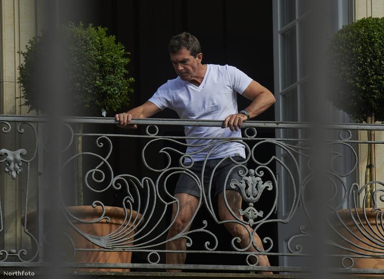 A csúcspontot egyértelműen az jelentette, amikor alsógatyában grasszált egy erkélyen.