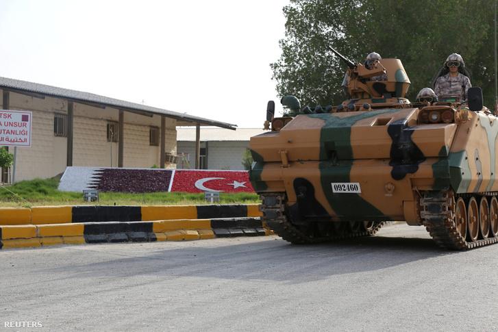 Török tank Katarban június 18-án