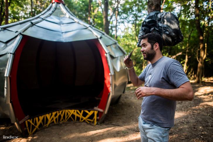 Egyedi Péter, a fesztivál szervezője. Az idei egyik legjobb újítás, hogy az erdő közepén elfekvő Hagyma, ahol beszélgetések és koncertek várják intimebb környezetben.