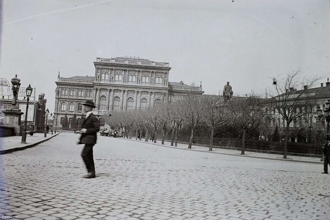 Az MTA épülete és a Széchenyi István (Ferenc József) tér. 1909.