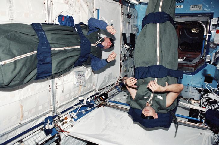 Alvó űrhajósok a Nemzetközi Űrállomáson