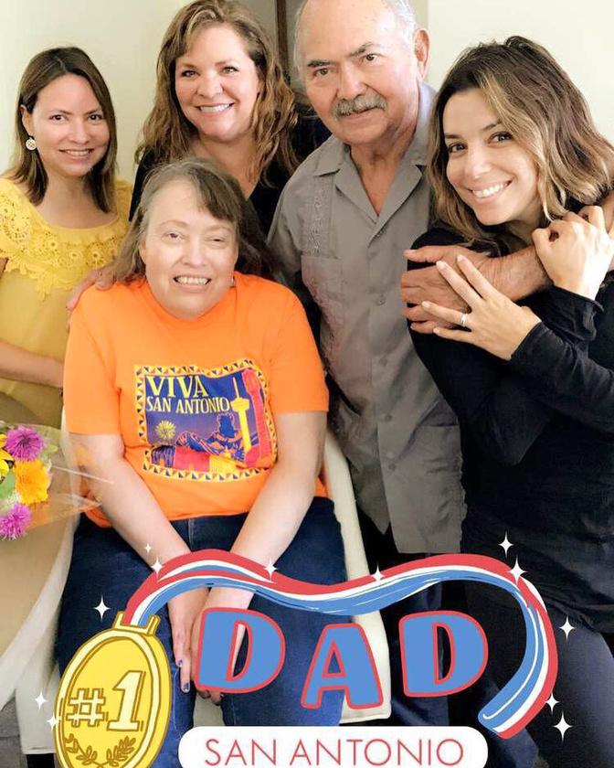 Eva Longoria családja körében ünnepelt Texasban.                         Szerinte édesapja a legcsodálatosabb a világon!