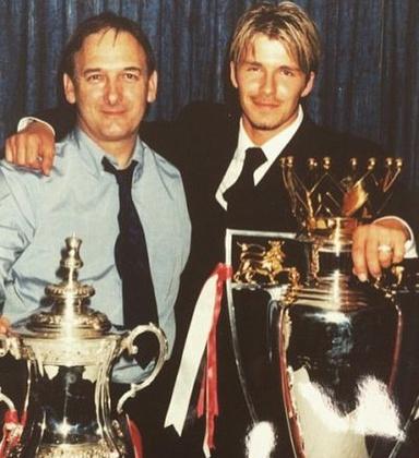 Ha már Beckhamék, akkor David sem maradhatott ki, és egy régi képpel emlékezett meg az apjáról.Anyuval együtt támogattatok, amit kaptam tőletek, segített az álmom elérésében