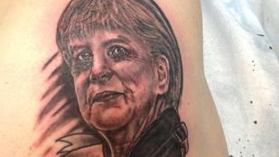 Ez a férfi egy felelőtlen ígéret miatt kénytelen Angela Merkellel a fenekén élni